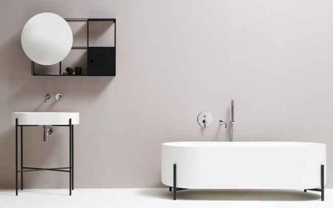 Ex.t Stand washbasin and freestanding bath