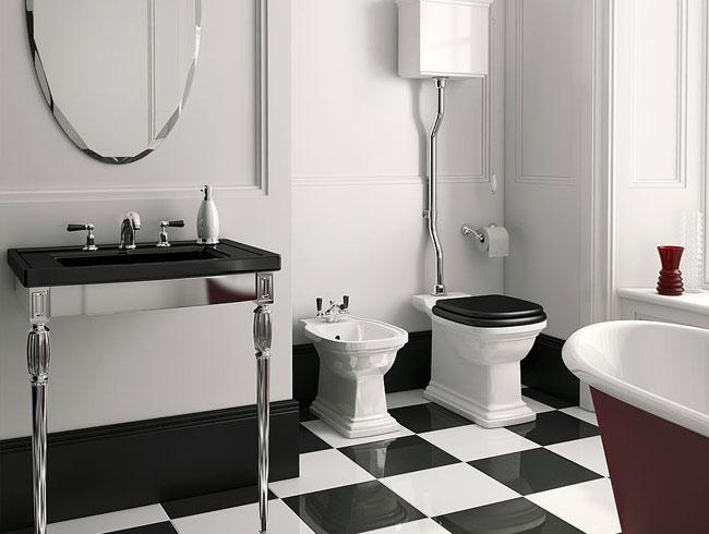 Traditionele badkamers - bidet en toilet op hoog niveau